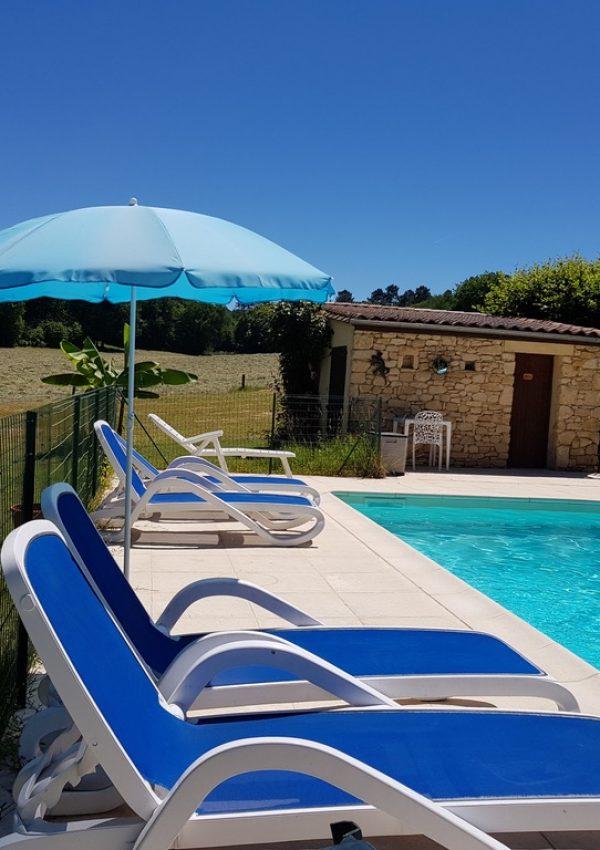 les-filolies-chambre-hotes-piscine sarlat-piscine-transats